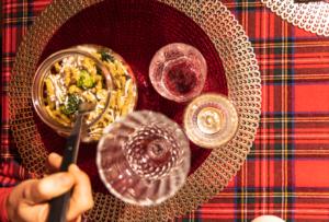 Cena del futuro: una cena servita a casa tua per sostenere le fragilità modenesi